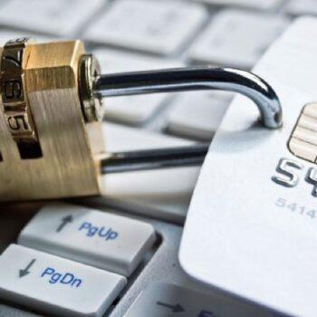 Могут ли МФО арестовать и заблокировать счета в банке?